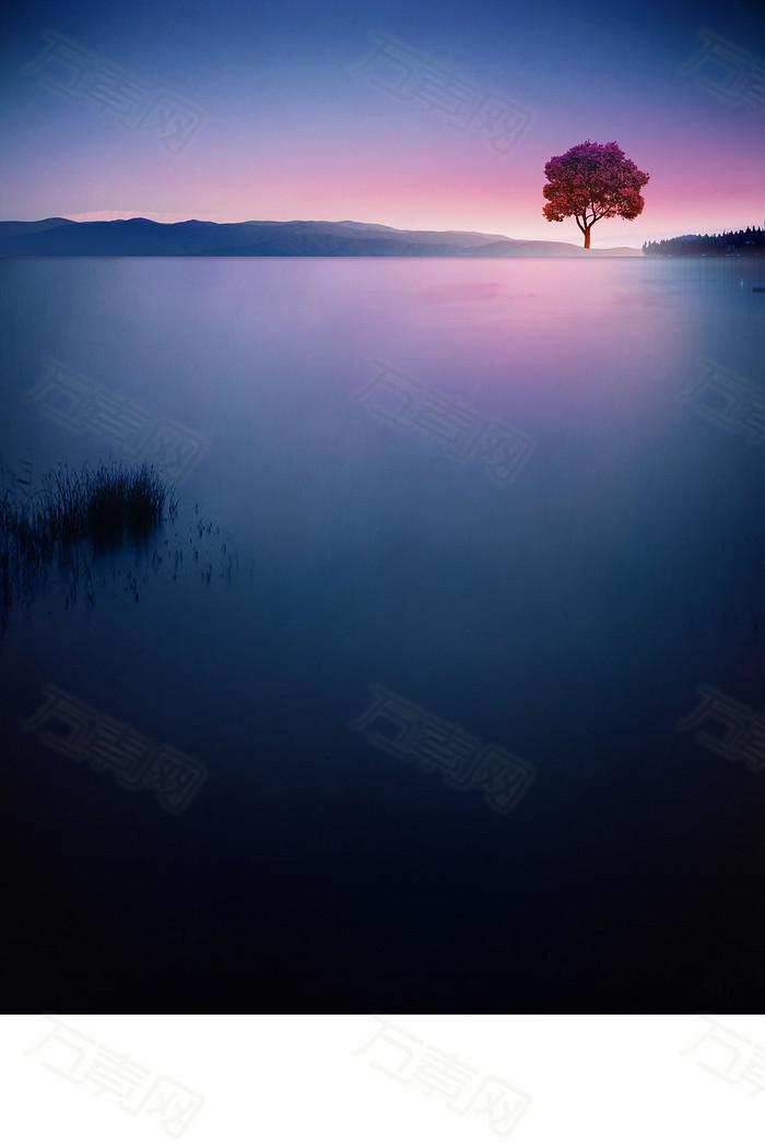 蓝色湖水日出渐变光晕背景图