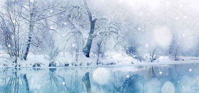 冬季雾凇河中倒影背景图