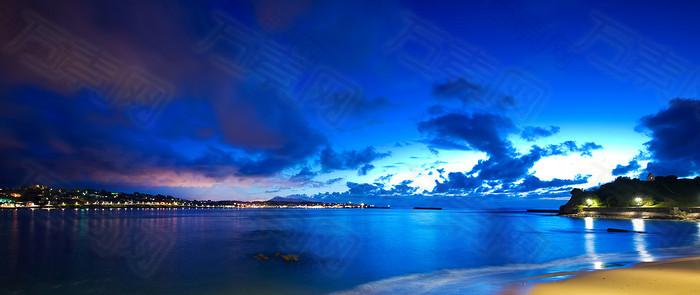 蔚蓝海天倒影海报背景